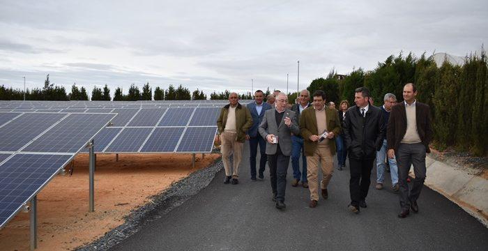 La pionera Planta Fotovoltaica de CR Palos despierta el interés de entidades de riego y administraciones