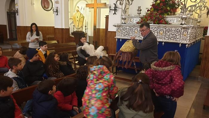 El grupo infantil de la Hermandad de Emigrantes conoce la historia del Patrón, San Sebastián