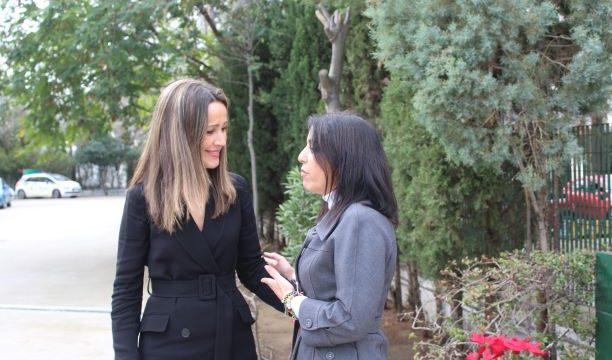 La delegada del Gobierno informa a la presidenta del Parlamento sobre los proyectos más importantes de Huelva