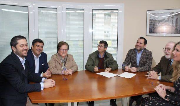 Los vecinos de las 100 viviendas de Santa Lucía firman las escrituras de compraventa