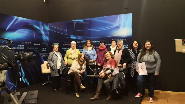 Mujeres discapacitadas de la Asociación Luna visitan el Centro de la Comunicación Jesús Hermida
