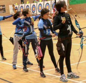 Miriam Camacho, segunda por la derecha, durante la competición.