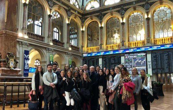 Estudiantes de la UHU visitan un año más la Bolsa y el Banco de España en Madrid