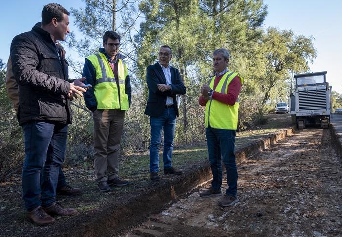 Avanzan las obras de Diputación en la carretera de acceso a Valdelarco
