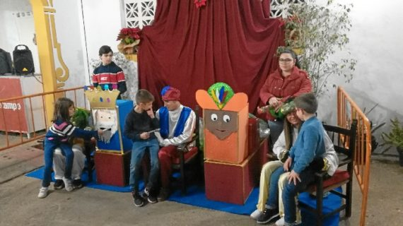 Los más pequeños disfrutan con la fiesta infantil de la Hermandad de Emigrantes