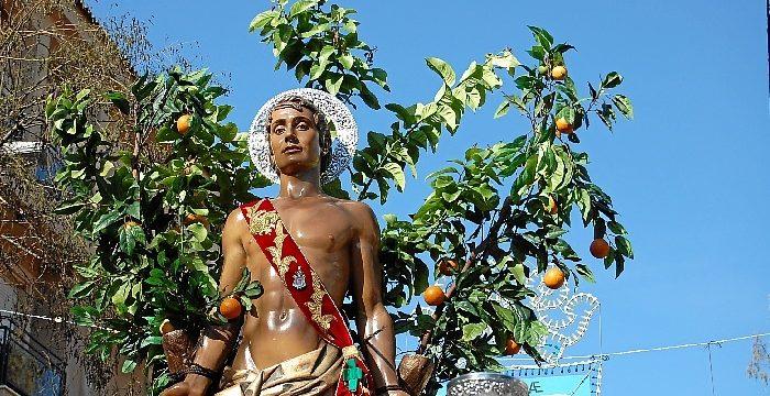 Brilla el sol en la procesión de San Sebastián por las calles de Huelva
