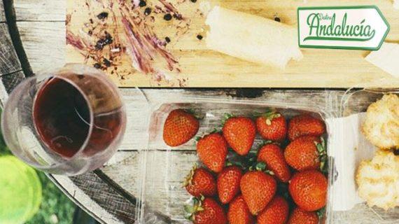 'Destino Andalucía' visita Bollullos para mostrar una ruta de turismo gastronómico creativo basada en los berries