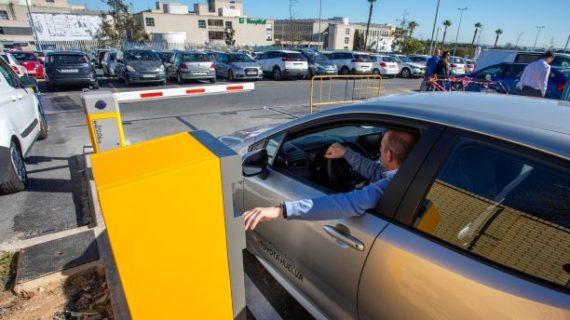 En servicio el nuevo acceso al parking municipal del Hospital Juan Ramón Jiménez