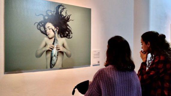 Las exposiciones fotográficas 'Perspectivas. Colectiva onubense' y 'Cualladó Esencial', en la Casa Colón hasta el 28 de marzo por 'Latitudes'