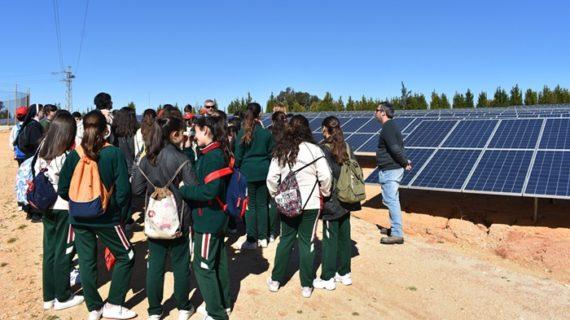 Alumnos de las Agustinas conocen el poder del sol y el agua de la mano de CR Palos