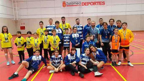 Nueve medallas fue la recompensa del CDB Huelva en la cuarta jornada del Circuito Provincial de bádminton
