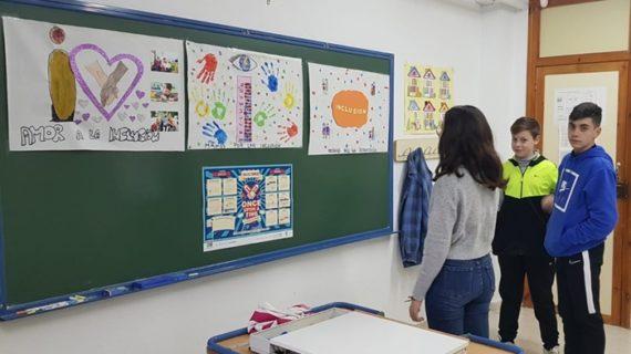 Más de 2.200 estudiantes y 26 profesores de Huelva diseñan banderas e himnos por la inclusión