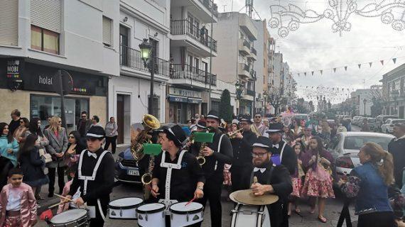 Arrancan los carnavales de Isla Cristina al más puro estilo 'Tikismikis'