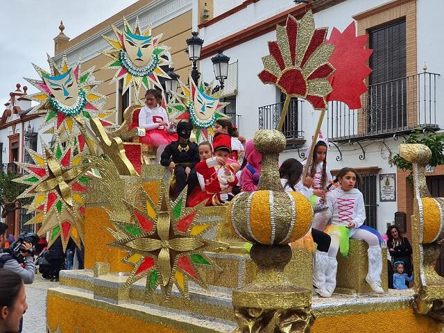 El carnaval infantil llena de alegría y color las calles de La Palma del Condado