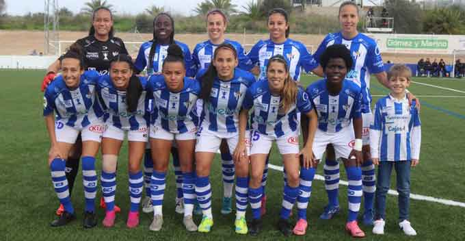 El Sporting de Huelva se tiene que conformar con plantar cara un tiempo al inabordable Barcelona (0-4)