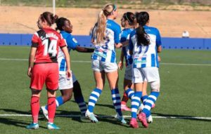 Las jugadoras del Sporting celebran el gol que, a la postre, les dio la victoria. / Foto: www.lfp.es.