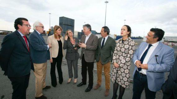 La consejera de Fomento conoce la evolución de las actuaciones en el Muelle Sur del Puerto de Huelva