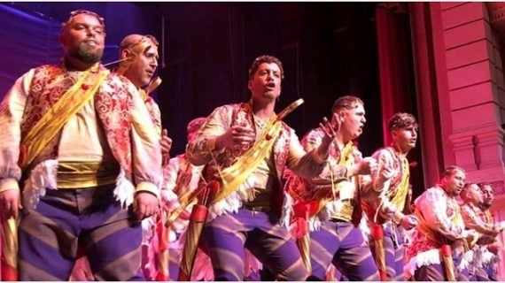 El coro de Huelva 'Así soy yo' inauguró la última noche de preliminares del Carnaval Colombino