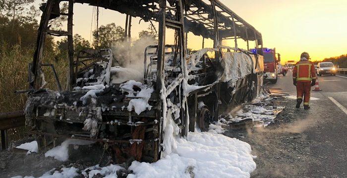 Extinguido el incendio declarado en un autobús a la altura de Villarrasa