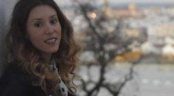 La escritora moguereña Esther Gómez consolida su trayectoria literaria con su nuevo poemario, 'Morder el tiempo'