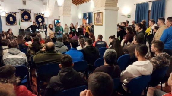 Vecinos de Benacazón acuden a trabajar a la campaña del arádano en Almonte
