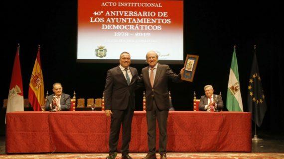 La Palma homenajea a los alcaldes y concejales de estos 40 años de Ayuntamiento democrático