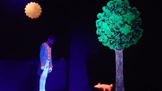 Los alumnos del colegio Montessori de Huelva protagonizan una adaptación teatral de la obra El Principito