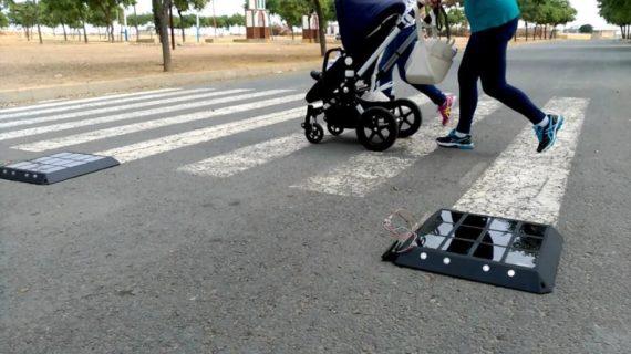 La implementación de pasos peatonales inteligentes: un proyecto objeto de estudio por investigadores de la UHU