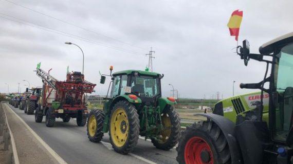 Los tractores de Asaja-Huelva vuelven a la calle, pero esta vez, para colaborar en la lucha contra el coronavirus