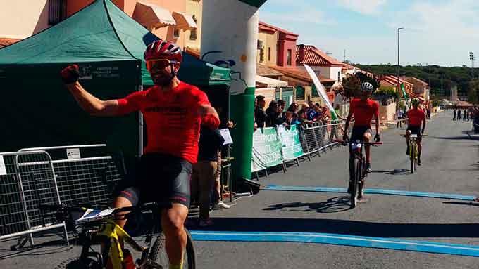 Dominio de los corredores del Sportbici-Scott en la VII Ruta Pinares de Aljaraque.
