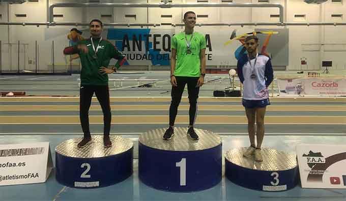 Brillante medalla de bronce para el sanjuanero Álex Villalta en el Andaluz de Atletismo Sub 20 en los 3.000 lisos.