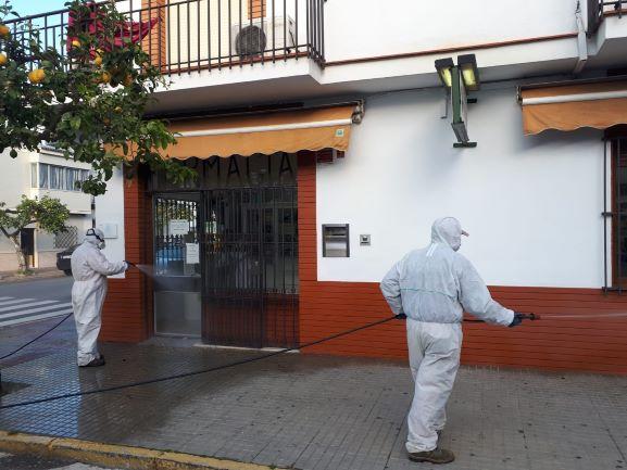 El Ayuntamiento de Bollullos continúa desinfectando las calles de la localidad