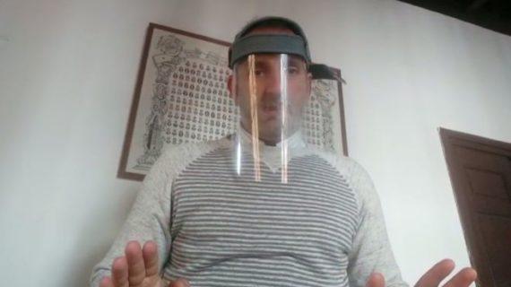El ingeniero onubense Darío García elabora un casco de protección para sanitarios que puede fabricarse de forma casera