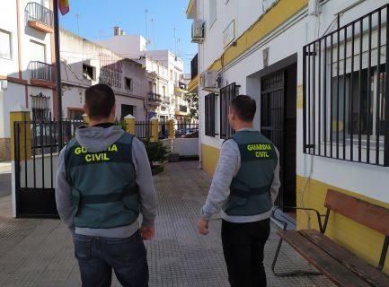 Detenidos un varón y una mujer en Isla Cristina por diversos robos en los municipios de la Costa