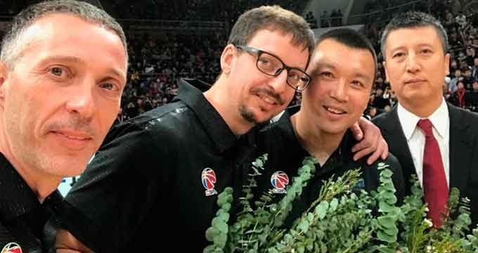 Ayamonte recibe un lote de mascarillas donadas por el equipo chino de baloncesto, Liaoning Flying Leopards