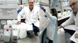 La UHU fabrica una solución hidroalcohólica para los sanitarios de los hospitales públicos de Huelva