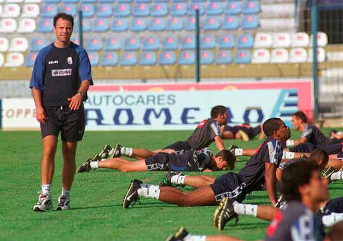 Joaquín Caparrós, durante un entrenamiento en su etapa en el Recre. / Foto: Huelva Información.