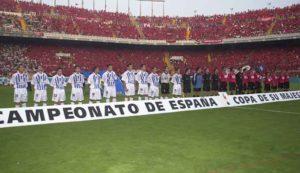 Raúl Molina, segundo por la izquierda, momentos antes de la final de Copa. / Foto: Huelva Información.