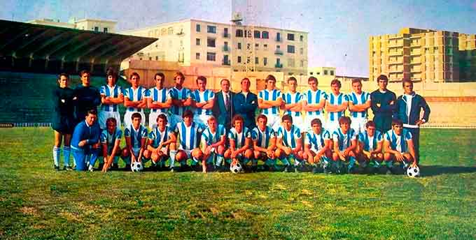 Plantel del Recre en la temporada del ascenso en 1974. Miguel Ortiz es el quinto de la fila de arriba, de izquierda a derecha.