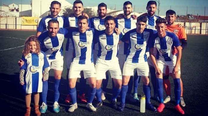 Formación del CD Zarza, equipo que ya ha mostrado una postura contraria a la disputa del play-off en el fútbol modesto. / Foto: @CDZarza1913.