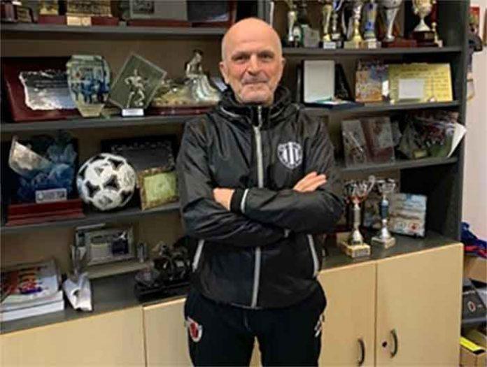 Paco Amate ha renovado por el Cartaya para la temporada 2020-21.