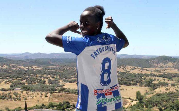 Fatou Kanteh seguirá en el Sporting de Huelva hasta el 30 de junio de 2022. / Foto: @sportinghuelva.