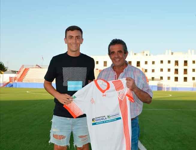Diego Domínguez, izquierda, junto al presidente de La Palma, José Manuel Domínguez. / Foto: @LaPalmaCF.