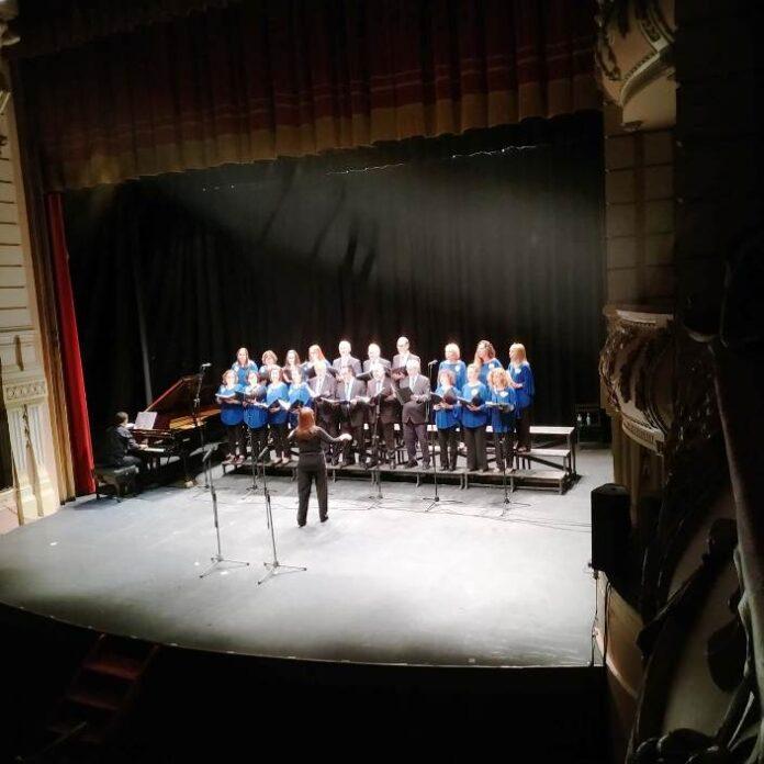 Coro Voces del Mar, en una actuación en el Gran Teatro, sigue la cultura