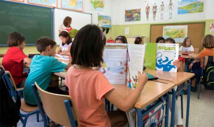ANDALUCÍA. GR03. GRANADA, 12/09/2016.- Alumnos en una clase del colegio de Educación Infantil y Primaria Fuentenueva de Granada, hoy cuando se ha iniciado el curso escolar. EFE/Miguel Ángel Molina.