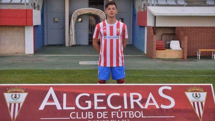 Más de 150 partidos ha jugado Juanjo Mateo entre Tercera División y Segunda B; en la imagen, cuando fue presentado en el Algeciras. / Foto: www.algecirascf.eu.