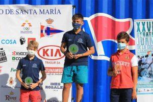 Rodrigo Luis González, primero y Sergio Mancera, segundo, en el podio sub 13.