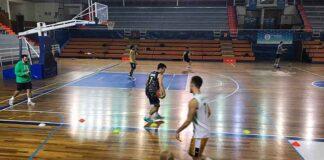 Durante el entrenamiento de este martes se conoció el positivo por Covid en el Huelva Comercio. / Foto: @CDB_EBenitez.