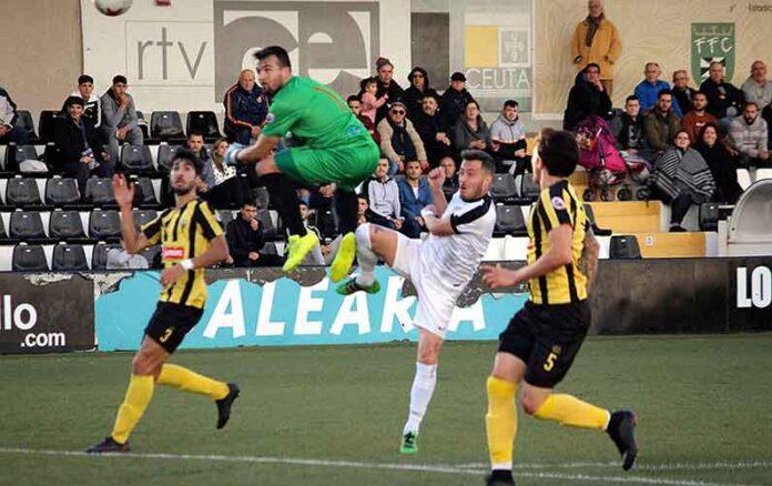 Puncho, en la imagen en un partido con el San Roque en Ceuta, ficha por el Cartaya. / Foto: Pepe Segura.