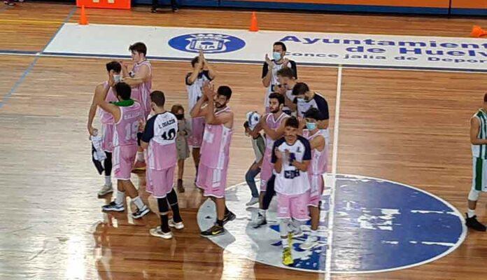 Los jugadores del Ciudad de Huelva celebran el triunfo ante el Real Betis. / Foto: @CiudadDeHuelva.